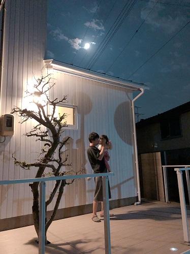 新潟 新潟市東区 外構工事 玄関アプローチ ウッドデッキ 三協立山アルミ 三協 エクステリア 施工事例 植栽 月